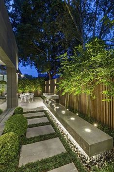 43 Creative Side Yard Garden Design Ideas For Summer – Backyard inspiration – - amazing garden ideas Modern Backyard, Backyard Patio, Backyard Trees, Back Gardens, Outdoor Gardens, Outdoor Patios, Outdoor Dining, Side Yard Landscaping, Landscaping Ideas