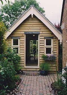 love this little retreat....love the paving also