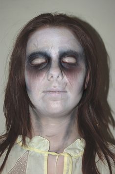 Between urban legends and Hollywood, ghosts have become an extremely important part of popular culture. Check out these great Ghost Halloween Makeup Ideas. Ghost Makeup, Demon Makeup, Movie Makeup, Scary Makeup, Fx Makeup, Makeup Ideas, Halloween Ghosts, Halloween Cosplay, Halloween 2016