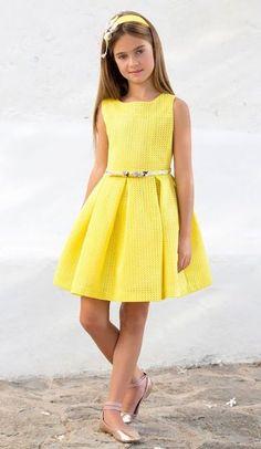 Tienda Moda Mascotas infantil y juvenil. Little Girl Dresses, Girls Dresses, Flower Girl Dresses, Tween Fashion, Little Girl Fashion, Mode Batik, Robes Glamour, Kids Outfits, Cute Outfits