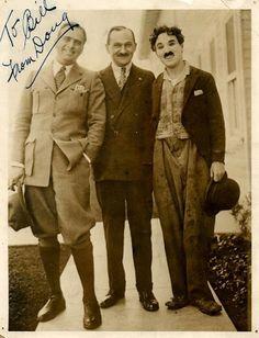 Charlie Chaplin com Douglas Fairbanks e William Morris, em 1919 (essa foto é uma raridade)