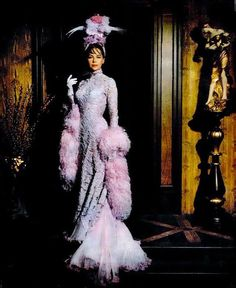 "Leslie Caron in ""Gigi"" Costume design by Cecil Beaton. Theatre Costumes, Movie Costumes, Hollywood Glamour, Old Hollywood, Classic Hollywood, Vintage Outfits, Vintage Fashion, Vintage Clothing, Vestidos"