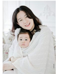 Lee YoungAe 이영애 and her daughter #korean