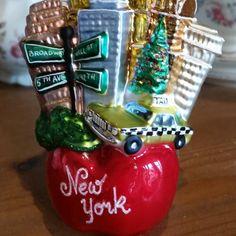 #TGIF  #weekend #glassornaments #instachristmas #christmastree #instatravel #thebigapple #newyork #bigapple #friday