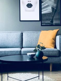 Extremely simple decoration for a living room Home Decor Inspiration, House Interior, Minimalist Living Room, Minimalist Living, Home, Interior, Living Room Grey, Home Decor, Room