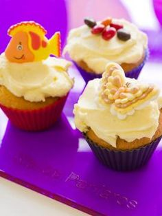 Cupcakes με τυρί κρέμα Angel Cake, Special Recipes, Chinese Food, Cake Pops, Truffles, Cake Recipes, Sweet Tooth, Dinner Recipes, Food And Drink
