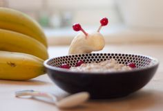 Porridge kann man Essen? Ja! Und das mögen sogar Kinder! In unserem Frühstück für Morgenmuffel findet ihr das gesamte Rezept! Nom