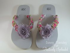 How cute are these? Positively Splendid {Crafts, Sewing, Recipes and Home Decor}: No-Sew Embellished Flip Flops
