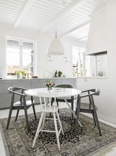 Designate a breakfast nook with a rug!