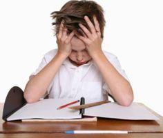 Problemas na aprendizagem escolar : quando ler e escrever se torna um tormento :