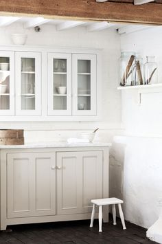 Soft, Ethereal European Country Kitchen Designs to inspire your own plans for a lovely kitchen with timeless and tranquil style. Design by deVOL. Home Interior, Interior Design Kitchen, Kitchen Furniture, Kitchen Decor, Kitchen Ideas, Kitchen Inspiration, Kitchen Layout, Bedroom Furniture, Unfitted Kitchen