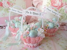 Sweet Robins egg Easter baskets Sweet egg baskets for Easter. Copyright 2008 Rhea Cominolo Sweet and shabby roses Easter Candy, Hoppy Easter, Easter Eggs, Easter Table, Easter Gift, Easter Projects, Easter Crafts, Easter Decor, Easter Ideas
