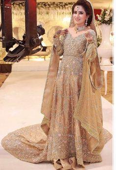 Pinterest: ✨☽⊱beauty0321⊰☾✨ Pakistani Bridal Wear, Pakistani Wedding Dresses, Indian Bridal, Indian Dresses, Bridal Outfits, Bridal Gowns, Wedding Lehenga Designs, Walima Dress, Asian Wedding Dress
