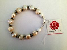 Sofia Prono - pulsera de perlas rosadas, con plata