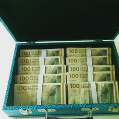 Skal du til konfirmation og mangler du inspiration til pengegaver til konfirmanden - så se disse 21 idéer til sjove pengegaver. Congratulations, Fest, Wraps, Presents, Gift Wrapping, Invitations, Creative, Party, Gifts
