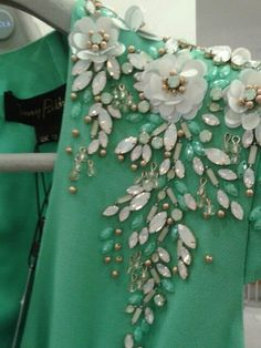 Embellishment:                                                                                                                                                      Mais