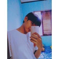 "858 Suka, 43 Komentar - 张伯现 (@zbxxlh) di Instagram: ""Ga tau knp pen post foto ini aja gtu hiyahiya"" Caption, Captions"