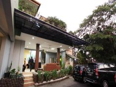 Jakarta Maven Buncit Hotel Indonesia, Asia Maven Buncit Hotel is a popular choice amongst travelers in Jakarta, whether exploring or just passing through. Both business travelers and tourists can enjoy the hotel's facilities and services. Take advantage of the hotel's 24-hour security, daily housekeeping, taxi service, 24-hour front desk, 24-hour room service. Each guestroom is elegantly furnished and equipped with handy amenities. The hotel's peaceful atmosphere extends to it...