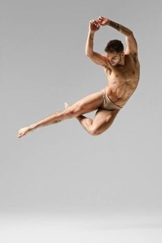 Ideas For Dancing Ballet Men Male Ballet Dancers, Ballet Poses, Modern Dance, Sexy Fotografie, Human Poses, Figure Poses, Poses References, Dynamic Poses, Dance Movement