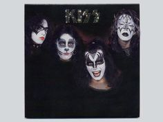 KISS in 1974 with Paul Stanley in the early Bandit Makeup. Kiss Album Covers, Fearsome Foursome, Detroit Rock City, Vintage Kiss, Kiss Art, Kiss Pictures, Vinyl Cd, Paul Stanley, Ace Frehley