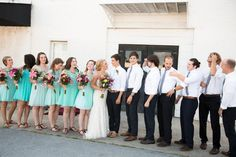 Large Wedding Party Photos | Bridal Party Photography | Teal and White Wedding Colors | Bridesmaids and Groomsmen