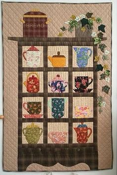 I like the tea pots and cups, maybe mix it with a bookshelf quilt. Colchas Quilt, Book Quilt, Applique Quilts, Quilt Blocks, Small Quilts, Mini Quilts, Quilting Projects, Quilting Designs, Quilting Ideas