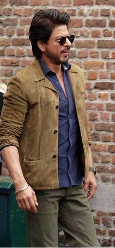 Casual Outfits, Men Casual, Fashion Outfits, Richest Actors, Srk Movies, Kuch Kuch Hota Hai, Sr K, King Of Hearts, Akshay Kumar