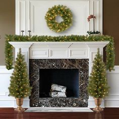 Christmas Tree Set, Classy Christmas, Christmas Mantels, Beautiful Christmas, Christmas Home, Fireplace Mantel Christmas Decorations, Tv Stand Christmas Decor, Luxury Christmas Decor, Fireplace Ideas