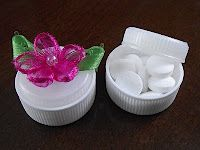 PLASTIC LID PILL CONTAINER Good for traveling, I think.