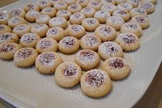 Marzipan balls with raspberry jelly - filling - Plaetzchen - Cookies Recipes Cookie Desserts, Holiday Desserts, Cookie Recipes, Snack Recipes, Dessert Recipes, Jelly Cookies, Cake Cookies, Dorian Cuisine, Chocolate Bonbon
