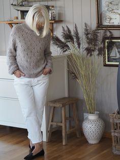 Kløvergenseren min – Ingrid Tunheim White Jeans, Pants, Fashion, Trouser Pants, Moda, Fashion Styles, Women's Pants, Women Pants, Fashion Illustrations