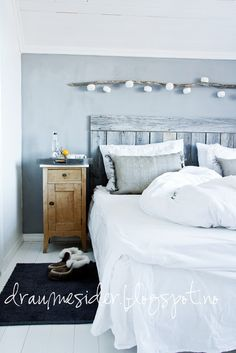 Love the stringlights above the bed
