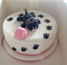 cat cake New Birthday Cake Cat Theme Ideas Birthday Cake For Cat, 4th Birthday Cakes, Fondant Cakes, Cupcake Cakes, Cat Cakes, Bolo Crossfit, Kitten Cake, Cupcakes Flores, Cat Cake Topper