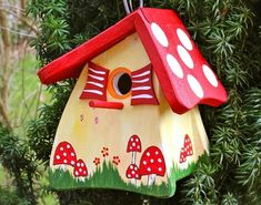 Colorful Painting Ideas for Handmade Birdhouses, Fun Yard Decorations and Unique Eco Gifts - Kreatives mit Holz & Co - - Decorative Bird Houses, Bird Houses Painted, Painted Birdhouses, Decorative Boxes, Birdhouse Designs, Birdhouse Ideas, Bird House Kits, Bird Aviary, Bird Boxes