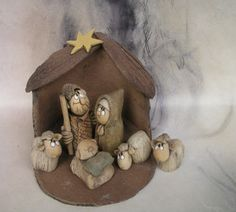Betlém... Christmas Art, Christmas Decorations, Craft Projects, Projects To Try, Pottery Classes, Slab Pottery, Coco, Art Dolls, Sculpture