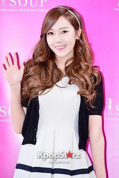 Girls Generation(SNSD) Jessica Holds Autograph Session for 'Soup' http://www.kpopstarz.com/articles/86834/20140405/girls-generation-snsd-jessica-holds-autograph-session-soup-apr-4.htm