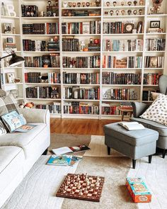 The right reading nook ideas will make your preferred reading spot even more special. Take inspiration from these reading nook photos, and you'll be boasting about your own book nook before you know it. Home Library Rooms, Home Library Design, Dream Library, Home Libraries, House Design, Bookshelf Inspiration, Book Nooks, Dream Rooms, New Room