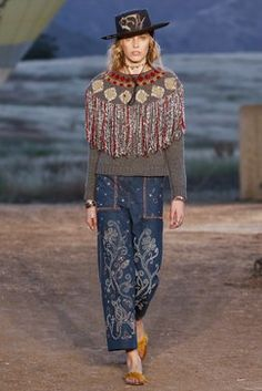 Christian Dior Resort 2018 Fashion Show Collection
