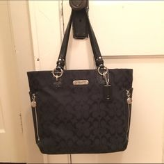 THE PERFECT BAG!! Beautiful Coach ☺️☺️☺️ GORGEOUS 100% authentic Coach ☺️☺️ Seriously the most perfect bag!! Durable, lightweight, fits over the shoulder, not too bulky. Trademark Coach pattern on black canvas w/ plum interior, so looks great w/ everything ☺️ 12x12x3 9.5 drop. So comfortable on & the perfect size! 3 interior pockets (1 w/ zip), 3 exterior ones (large one on back and two sides). In VERY GOOD condition. Hardly used and I take very good care of my purses ☺️ OPEN TO OFFERS but…