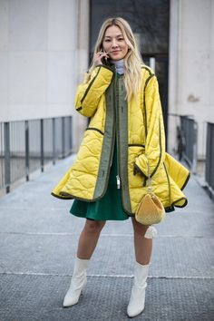 The Best Street Style Looks From Paris Fashion Week Fall 2018 - Fashionista Looks Street Style, Street Style Edgy, Autumn Street Style, Cool Street Fashion, Street Style Women, Paris Fashion, Winter Fashion, Trendy Outfits, Trendy Fashion