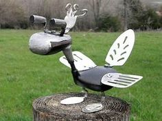 Golf Clubs Repurposed 'Golf Club Bird' - metal yard art garden sculpture from found objects made by rustaboutcreations by elva Golf Club Crafts, Golf Club Art, Art Club, Golf Art, Metal Yard Art, Scrap Metal Art, Silverware Art, Sculpture Metal, Sculpture Ideas