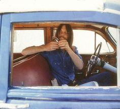 Neil Young La Honda, California 1970 Photo by Henry Diltz Neil Young, Broken Arrow Ranch, Henry Diltz, Rust Never Sleeps, Hippie Man, Laurel Canyon, Idole, Music Magazines, Bob Dylan