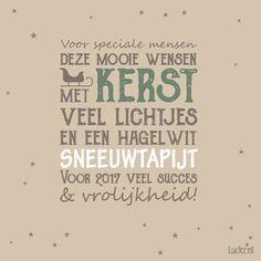 Met Kerst veel lichtjes en een hagelwit sneeuwtapijt. Leuke kerstwens voor op een kerstkaart.  Luckz.nl ★ voor meer kerstgedichten, wensen en teksten.