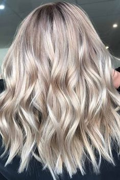 There are many medium hairstyles out there, and we have only the freshest ideas. Our photo gallery will move you forward in the hair salon direction. #haircuts#hairstyles#haircolor