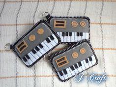 Plushie by JerahmieTricia on DeviantArt Felt Crafts Diy, Upcycled Crafts, Felt Patterns, Craft Patterns, Felt Phone Cases, Key Diy, Felt Keychain, Music Crafts, Felt Fairy