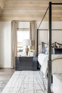A Houston Dwelling Nails An Indoor-Outdoor Connection A Texas Home Blurs The Line Between Inside And Out – Luxe Interiors + Design – Mobilier de Salon Apartment Decoration, Retro Bedrooms, Master Bedrooms, Beautiful Bedrooms, Home Decor Bedroom, Blue Bedroom, Bedroom Designs, Bedroom Ideas, Decor Interior Design