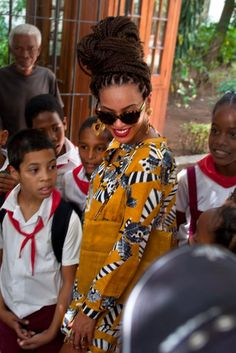 Beyonce Knowles and Jay-Z in Cuba Beyonce Nails, 4 Beyonce, Beyonce And Jay Z, Beyonce Knowles, Cuba, Modern Updo, Beyonce Beyhive, African American Beauty, Shweshwe Dresses
