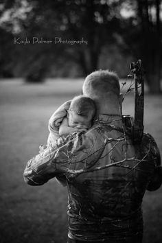 Father. Son. Newborn. Photo-shoot. Hunting. Camouflage. Kayla Palmer Photography. wew.facebook.kayla.renee.148.com