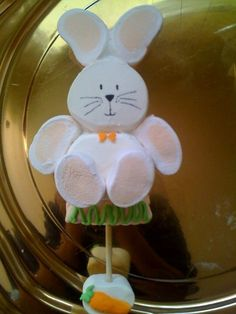 CONEJO HECHO DE BOMBOM Cute Marshmallows, Decorated Marshmallows, Marshmallow Treats, Oreo Pops, Cupcakes, Cupcake Cookies, Easter Cookies, Easter Treats, Biscuits