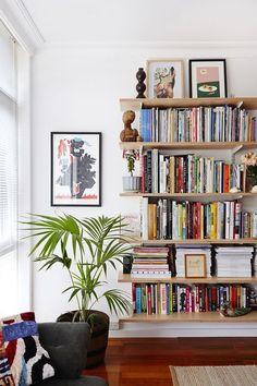 How to style bookshelves regal wohnen und einrichtungsideen for Winzige wohnung einrichten